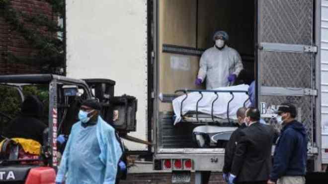 Arizona y Texas usarán camiones como morgues por repunte del COVID-19