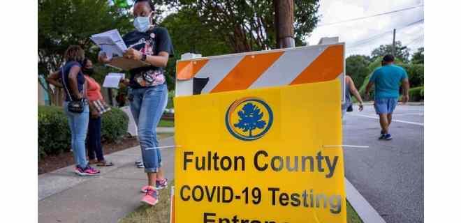 Muertes por COVID-19 rozan el millar diario en EEUU