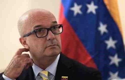 Simonovis: El régimen entrega documentos de identidad a guerrilleros y terroristas