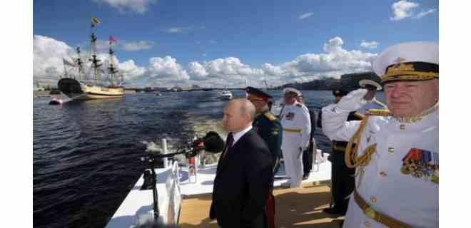 Putin promete a la Armada novísimas armas hipersónicas