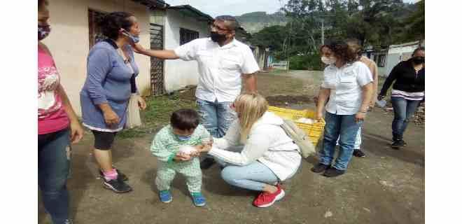 Más de 270 niños recibieron cotillones en la parroquia Osuna Rodríguez