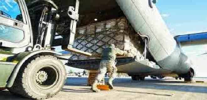 EEUU entrega primer avión con ayuda humanitaria a Beirut
