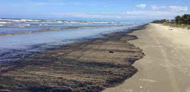 Derrame de petróleo de un barco de Pdvsa pone en riesgo el ecosistema del Parque Nacional Morrocoy
