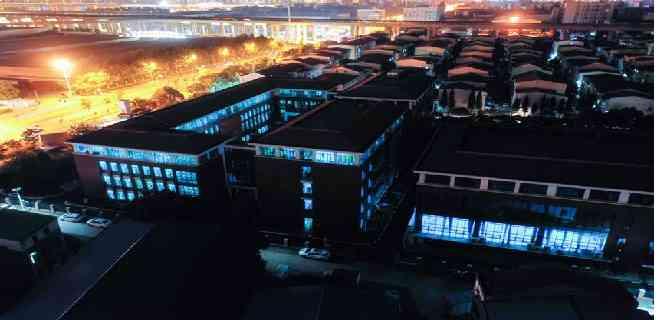 Desinfectan colegios de Wuhan con luz ultravioleta