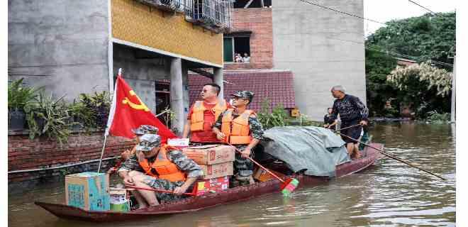 Evacúan a miles de residentes por inundaciones en China