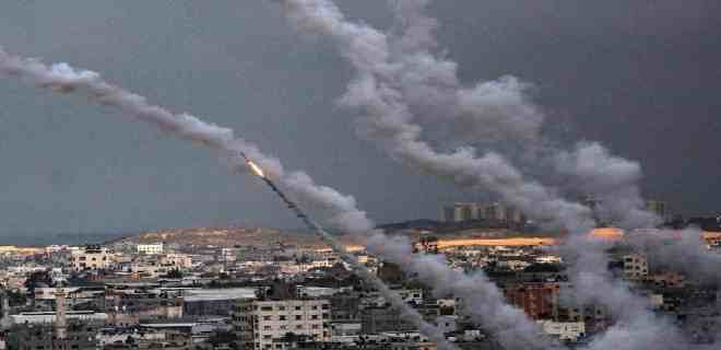 Israel bombardea por sexta noche consecutiva objetivos de Hamás en Gaza