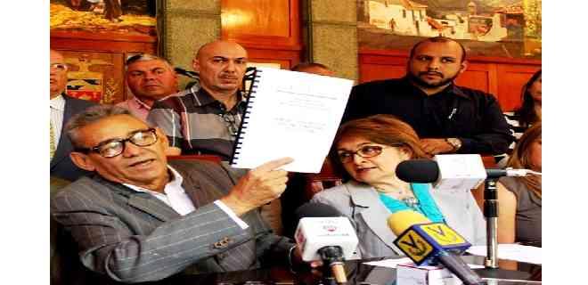 Sigue sin resultados la investigación por presunta corrupción en gestión de Alexis Ramírez