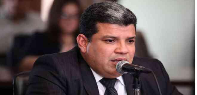 """Parra: Maduro y Guaidó usan los activos de la nación como sus """"cajas chicas"""""""