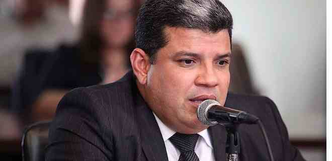 AN de Luis Parra citará a Pdvsa por el derrame de petróleo en el Golfo Triste