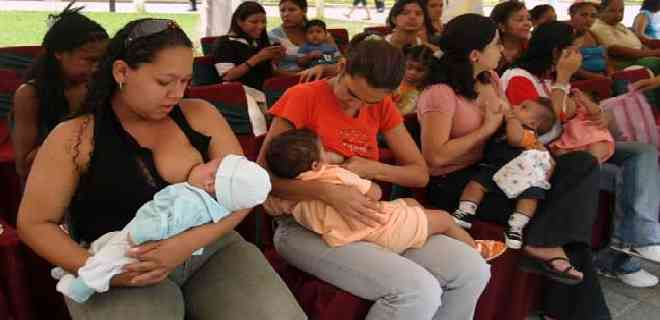 Orientan a madres ejidenses en semana de la lactancia materna