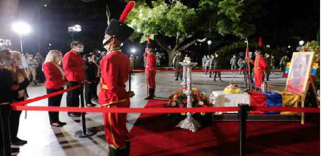 Chavismo rindió honores militares a Darío Vivas en la Plaza Bolívar