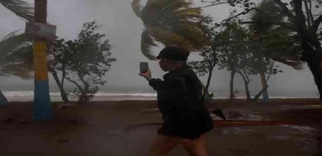 Puerto Rico recupera lentamente la normalidad tras el paso de Laura