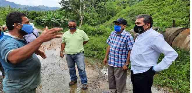 Representantes del Ejecutivo regional inspeccionaron vialidad agrícola de Onia Culegría los Giros