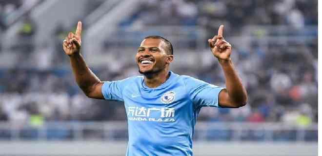 Salomón Rondón marcó dos goles en empate del Dalian en la Superliga China
