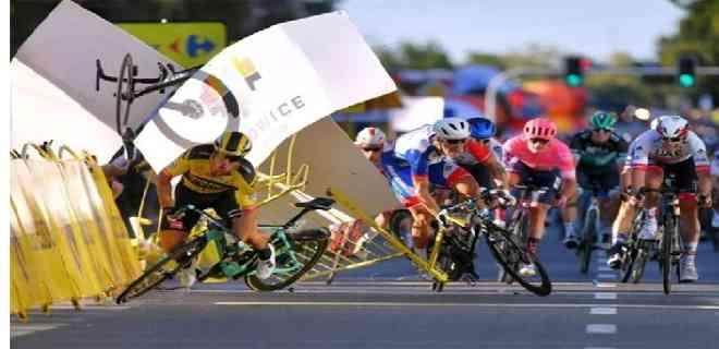 Ciclista empujó a un rival y provocó una terrible caída en el Tour de Polonia
