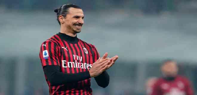 Ibrahimovic continuará jugando en el AC Milan esta temporada