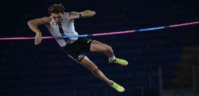 Armand Duplantis bate la marca mundial del salto con garrocha