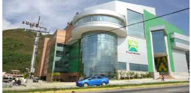 Déficit de gasolina afecta operatividad de centros comerciales