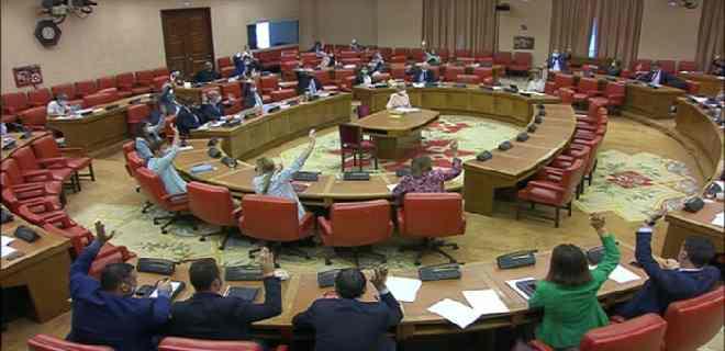 """Congreso español aprobó iniciativa de condenar al """"régimen dictatorial de Maduro"""""""