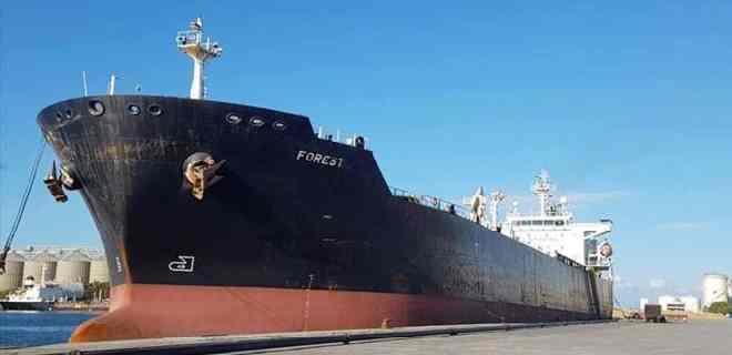 Barco iraní con gasolina ya navega en aguas venezolanas