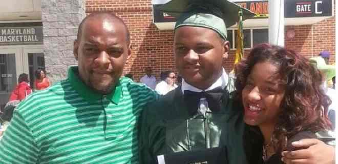 Familia de afroamericano muerto por la policía recibirá $ 20 millones