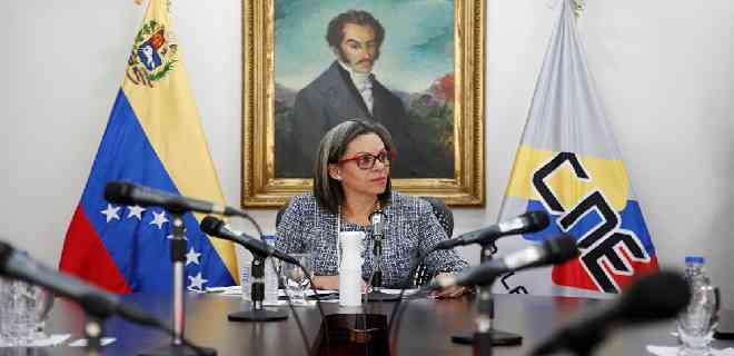 Indira Alfonzo anunció que parlamentarias podrían durar más de un día