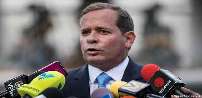 Guanipa: No puedo poner a Capriles en el grupo de los alacranes, pero está equivocado