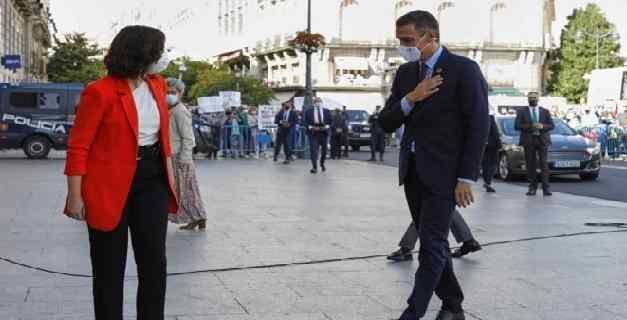 Pedro Sánchez fue recibido con abucheos en Madrid tras su llegada para reunirse con Díaz Ayuso