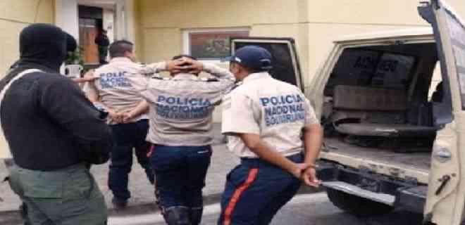 Cuatro efectivos de la PNB detenidos por extorsión y secuestro