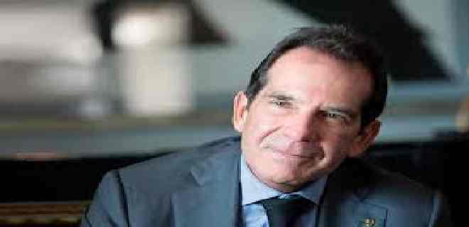 Diputados opositores enfrentados por investigación a banquero Víctor Vargas