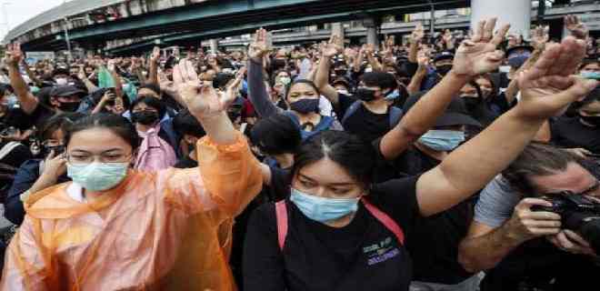 Estudiantes vuelven a protestar en Bangkok