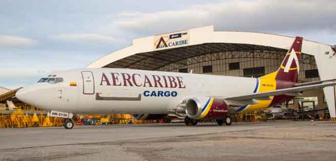 Avión de AerCaribe se incendia al aterrizar en la selva peruana