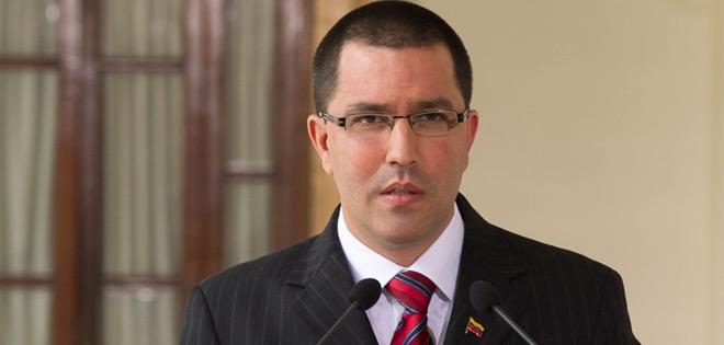 Gobierno calificó de «provocación infantil» la presencia de un destructor de EEUU cerca de Venezuela