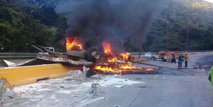 Tres fallecidos dejó accidente en autopista Valencia Puerto Cabello