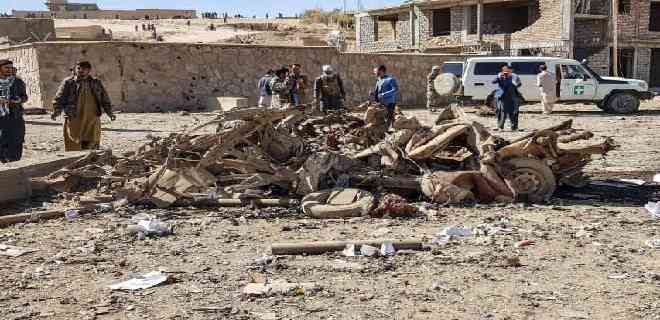 Explosión de coche bomba en Afganistán deja 13 muertos y 95 heridos