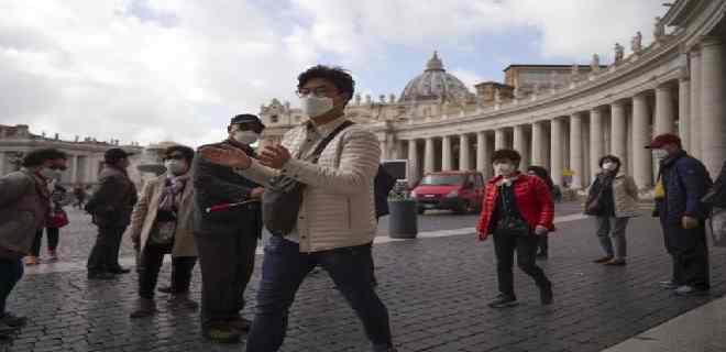 Vaticano confirma caso de coronavirus en residencia del papa