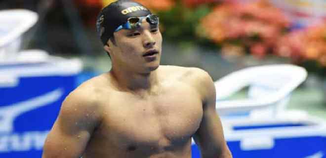 El nadador olímpico de Japón es sancionado por una aventura extramarital