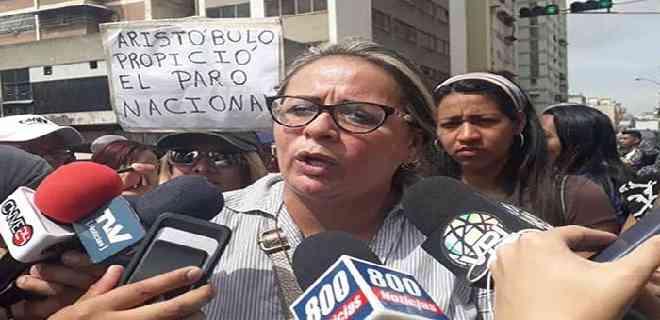 Maduro canceló a maestros 3 dólares de aguinaldo