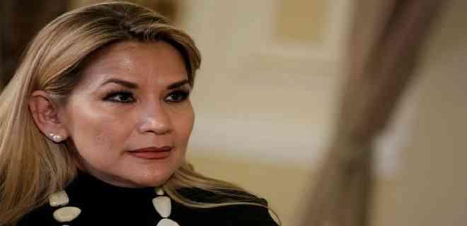 Áñez recibe las cartas credenciales del representante de Guaidó en Bolivia