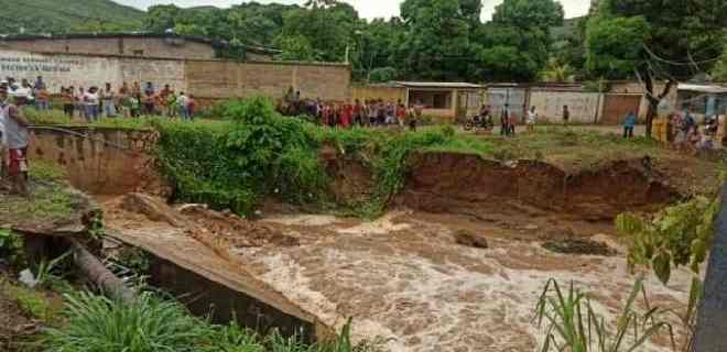 Muere niña de 11 años al ser arrastrada por una quebrada en el estado Sucre